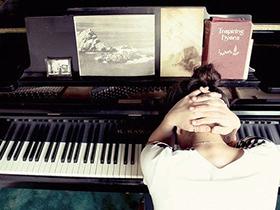 (视频)钢琴使用过程中常见的问题 琴键不起 讲解