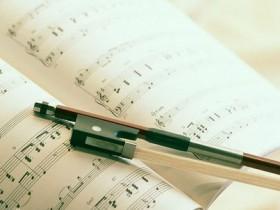 女童适合学什么乐器_几岁开始学钢琴比较好