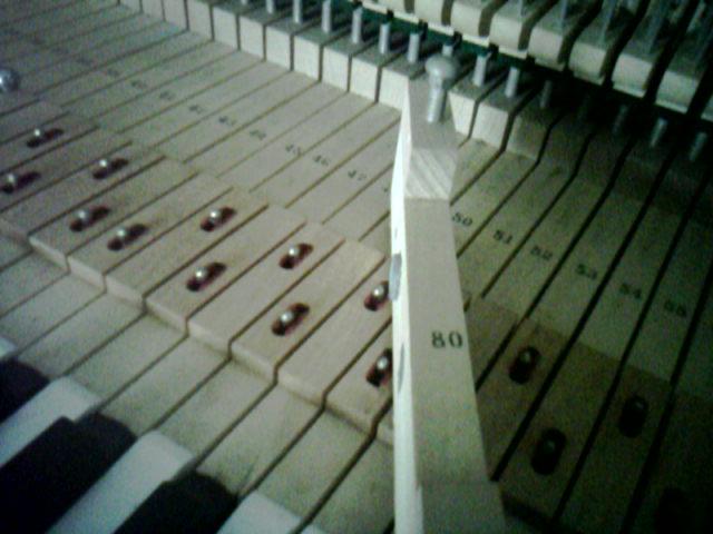 钢琴琴键常见故障的简易修理