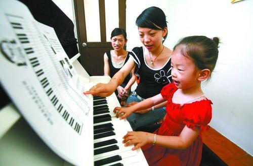 孩子初学钢琴应该如何掌握正确的练琴方法