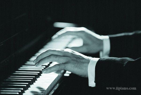 选购什么品牌型号的钢琴好?