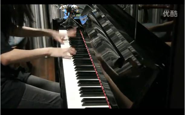 中国女孩钢琴演奏《魂斗罗》钢琴在线视频