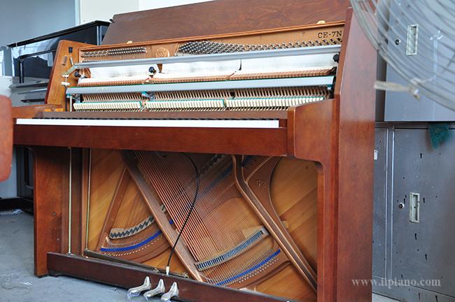 精品小琴推荐:KAWAI二手钢琴_卡瓦依KAWAI CE-7N