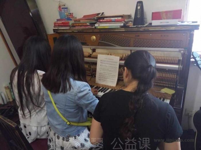 伯雅钢琴  公益在行动!